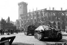 Pražské povstání květen 1945 / Prague Uprising May 1945 Prague Czech Republic, Tank Destroyer, Ww2 Tanks, Military Equipment, History Photos, D Day, Armored Vehicles, Photos Du, World War Two