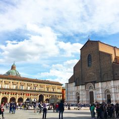 Bologna at a glance: mobile apps for hi-tech tourists (english version available on the website)