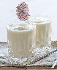 Her får du opskriften på en skøn alkoholfri pina colada smoothie - og hvis man nu synes så er den altså også skøn med lidt rom - læs med her