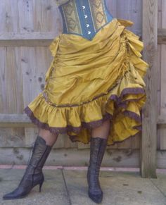 How to make a Victorian flounced Petticoat https://adamselindisdress.wordpress.com/2014/06/30/how-to-make-a-victorian-flounced-petticoat/