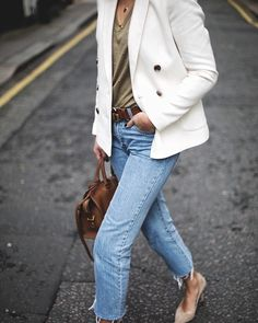 @emmahill showing us exactly how to make jeans and a t-shirt look chic - LOVE.