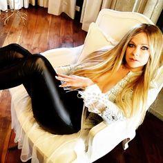 Avril Lavigne, Lund, Most Beautiful Women, Leather Pants, Singer, Shit Happens, Celebrities, Twitter, Random