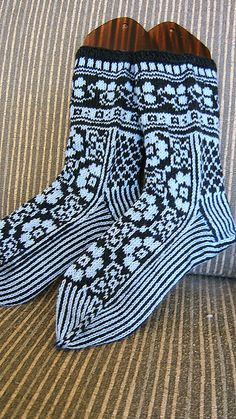 """Ravelry: BUHIBUHI's 126-4 Socks with pattern in """"Delight"""" and """"Fabel"""""""