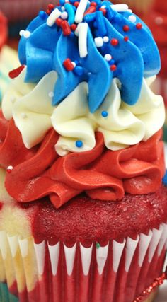 Fireworks BOMB POP cupcakes ~ Fun and delicious.