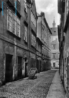 ulice pražského ghetta kol.r.1898 Prague Czech, Old Paintings, Amazing Destinations, More Pictures, Czech Republic, Architecture, World, Places, Travel