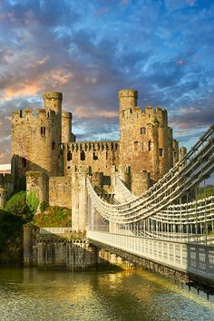 The medieval Conwy Castle ( English Conway Castle) built 1283 and 1289 for Edward 1st,