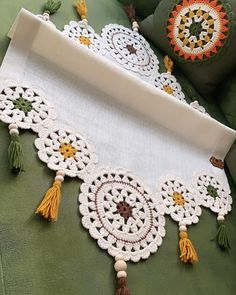 Mandala Motif, Crochet Table Mat, Crochet Edging Patterns, Embroidery On Clothes, Crochet Poncho, Knitted Blankets, Crochet Doilies, Diy And Crafts, Crochet Earrings