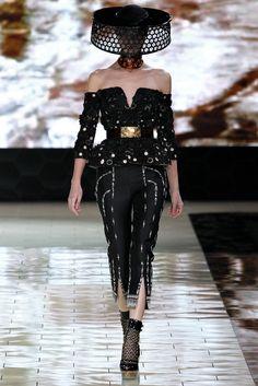 Alexander McQueen Spring 2013 Ready-to-Wear Fashion Show - Antonina Vasylchenko