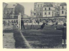 """San Mamés - 30 feb 1945 - """"Así, así, así gana el Madríz"""" gritaron fuera de sí los aficionados atleticozales cuándo un sargento de la Benemérita del Cuartel de La Salve, sacó indisimuladamente un goal cantado del joven Zarra, con el cancerbero mandrilista ya batido, mientras el árbitro Francisco De los CoJons señalaba increíblemente saque de puerta. Le abrieron la cabeza con el busto de Pichichi dándole 20 puntos y al Athletic le.quitaron 10. Hubo 374 detenidos. (Foto Museo del Athletic… Bilbao, San Mamés, Athletic, Madrid, Aficionados, Louvre, Building, Travel, Club"""