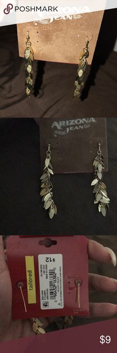 Gold dangle earrings costume jewelry Make your statement with these adorable gold dangle earrings. Bundle your likes for a surprise discount and savings on shipping. Thank you for shopping my closet Arizona Jean Company Jewelry Earrings