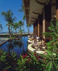 Hilton Hawaiian Village #Waikiki #Hawaii The Rainbow Lanai breakfast restaurant. It was one of my favourite spots at HHV.