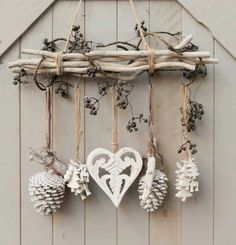 DIY – cottage seasonal decor – beautiful shabby chic Christmas decoration made with branches, pine cones and other natural materials – Love this idea! DIY – cottage seasonal decor – beautiful shabby chic Christmas decoration made w… Shabby Chic Christmas Decorations, Decoration Shabby, Diy Christmas Lights, Shabby Chic Decor, Christmas Crafts, Cottage Christmas, Noel Christmas, Handmade Decorations, Rama Seca