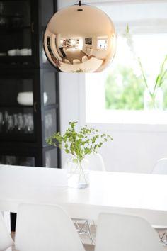 Obsessed with this Tom Dixon Pendant. Tom Dixon Lamp, Nordic Interior Design, Scandinavian Interior, Cool Lighting, My Dream Home, Home Living Room, Furniture Decor, Interior Inspiration, Sweet Home