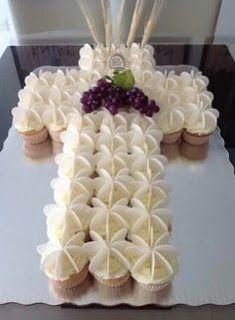 First Communion Cupcake Cake Decoration Communion, First Communion Decorations, First Holy Communion Cake, First Communion Favors, Religious Cakes, Baptism Party, Communion Dresses, Cupcake Cakes, Wedding Favors