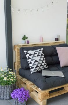 Makeover of the terrace and super nice, new living room furniture Balcony Furniture, Diy Outdoor Furniture, Lounge Furniture, Pallet Furniture, Furniture Design, Furniture Ideas, Barbie Furniture, Small Porch Decorating, Small Balcony Decor