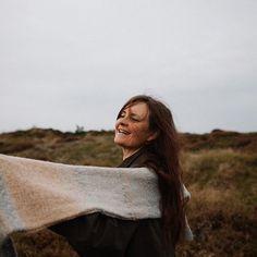 Astrid goofing around with the Biches & Bûches no. 51 ☺️ the one @jane_grg is knitting in our grey combi version! ✨ . . . . 🇫🇷 Astrid avec le Biches & Bûches no. 51 ☺️ C'est celui que @jane_grg est en train de tricoter dans nos tons gris ! ✨