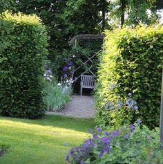 Auf dem Weg in den Rosengarten gartenzauber blumengarten flowergarden gartenliebehellip