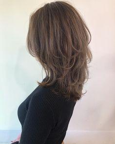 GARDEN 大沼圭吾 レイヤーカット 前髪カットさんはInstagramを利用しています:「. #ヌマレイヤー ↑↑↑ 🌿こんな方にオススメ🌿 ■切りっぱなしなど、重めのスタイルに飽きた ■髪にもっと動きが欲しい! ■クセや髪質でボリュームが出て困る… ↓↓↓ ヌマレイヤーで全て解消できます✨ そして その特徴は… ❶計算された三段構成のカットなので、綺麗🌿…」 Great Haircuts, Haircuts For Long Hair, Curled Hairstyles, Curls For Long Hair, Wavy Hair, New Hair, Long Hair Cuts, Your Hair, Medium Short Hair