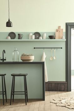 2018/2019 Color trends in interiors: new pastel greens in interior design Green wall paint is still a trend but in light pastel greens like celadon, sage, celery green #interiortrends #colors #greeninteriors