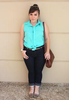 Camisa com spike, calça de cintura alta e bolsa vintage « Entre topetes e vinis