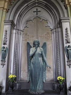 Staglieno Cemetery Angel, Genova ~ ღ Skuwandi Cemetery Angels, Cemetery Art, Angels Beauty, Angels Among Us, Beautiful Fantasy Art, Angel Statues, Dark Places, Sacred Art, Angel Sightings