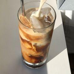 Aesthetic Coffee, Aesthetic Food, Beige Aesthetic, Cute Food, Good Food, Yummy Food, Iced Coffee, Coffee Time, Coffee Break