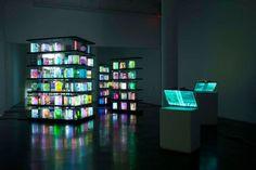 Airan Kang is een zeer getallenteerde artieste uit Seoul, Zuid Korea. In haar Digital Book Project maakt ze boeken van licht. Of beter gezegd van plastic en LED-lampjes, maar het effect is zeer dromerig. Deze expositie in de Bryce Wolkowitz Gallery bestaat al een tijdje maar is nog steeds even indrukwekkend.  http://www.brycewolkowitz.com/www/