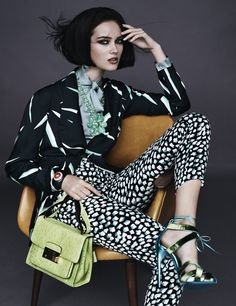 Stylist Giovanna Battaglia creates a major accessories story 'Poster Girls', filled with multi patterns and high fashion luxury dynamism, for W Magazine's October 2011 issue. Foto Fashion, High Fashion, Womens Fashion, Luxury Fashion, Evolution Of Fashion, Fashion Poses, Fashion Editorials, Fashion Ideas, Fashion Prints