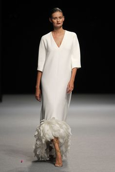 The rustic marriage trend is still really going successful, and every single day., The rustic marriage trend is still really going successful, and every single day I recognize even more unique projects and inspiration floating around. Modest Fashion, Love Fashion, Mode Abaya, Haute Couture Gowns, Wedding Insurance, White Style, Formal Gowns, Beautiful Gowns, Style Guides
