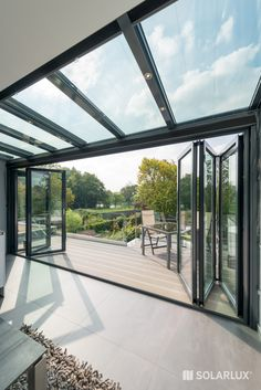Small conservatory, great effect - Wintergarten House Extension Design, Glass Extension, Small Conservatory, Conservatory Interiors, Open Plan Kitchen Living Room, Glass Room, Interior Garden, House Extensions, Glass House