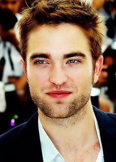 Rob Pattinson- who wouldn't LOVE this guy!!!! Look at his eyes <3