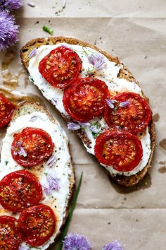 Chive Ricotta Toast with Slow Roasted Tomatoes | www.floatingkitchen.net Real Food Recipes, Vegetarian Recipes, Healthy Recipes, Vegetarian Sandwiches, Vegetarian Lunch, Slow Roasted Tomatoes, Multi Grain Bread, Brunch, Fabulous Foods