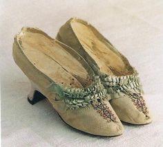 Zapatos de razo de dama del siglo XVIII