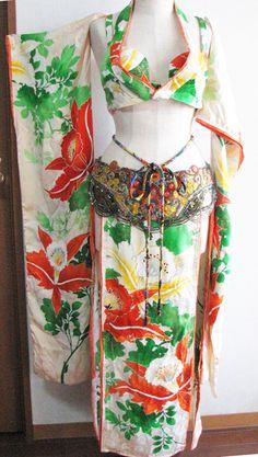 和ベリー衣装 : エジ屋・エジーのアトリエ Kimono Fashion, Lolita Fashion, Fashion Beauty, Oriental Fashion, Asian Fashion, Wedding Dress Drawings, Clothing Templates, Weird Fashion, Belly Dance Costumes