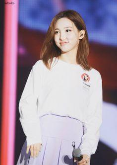 Kpop Girl Groups, Korean Girl Groups, Kpop Girls, My Girl, Cool Girl, 17 Kpop, Nayeon Twice, Im Nayeon, Korean Singer