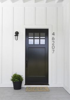 To get the modern farmhouse look on your exterior, crisp paint colors are key. B… To get the modern farmhouse look on your exterior, crisp. Black Front Doors, Modern Front Door, Painted Front Doors, Front Door Design, Modern Entry, Modern Decor, Modern Entrance, Black Windows, White Doors