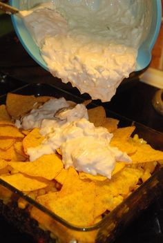 Smaskelismaskens: Tacogratäng med vitlöksost Nacho Chips, Tortilla Chips, Vans, Food Inspiration, Cake Recipes, Meat Recipes, Snack Recipes, Cooking Recipes, Minced Meat Recipe