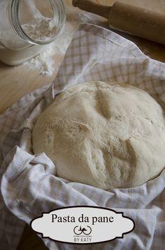 Che la usiate per fare il pane oppure per la base di una pizza soffice, dovete provare questa ricetta!