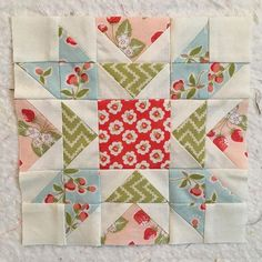This might be my favorite block yet for the #12contestsfigtree #strawberryfieldsrevisited #coneyisland #quiltblocks #moda #flyinggeese 6x6