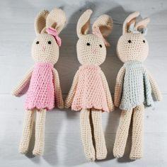 Top 20 Cute Handmade Baby Shower Gifts | Emmaline Baby Baby Shower Presents, Baby Shower Gifts, Handmade Baby Gifts, Best Baby Gifts, Baby Blog, Crochet Bear, Newborn Baby Gifts, Baby Girl Headbands, Toddler Gifts