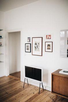 Attraktiv Samsung Serif TV Im Kleinen Wohnzimmer. #Wohnzimmer #kleines #altbau # Wohnzimmer #