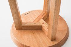 Junta stools on Behance Outdoor Furniture Plans, Woodworking Furniture Plans, Woodworking Projects Diy, Pallet Furniture, Furniture Design, Diy Projects, Wood Joints, Wood Stool, Wood Detail