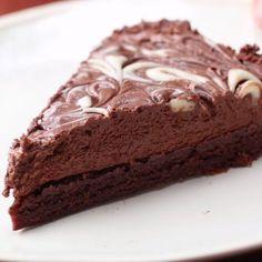 You Need This Chocolate Fudge Ice Cream Cake In Your Life Right Now Schokoladenfondant-Eiscreme-Kuchen Frozen Desserts, No Bake Desserts, Easy Desserts, Delicious Desserts, Yummy Food, Baking Desserts, Sweet Recipes, Cake Recipes, Dessert Recipes