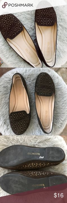 👡NEW ARRIVAL-> Restricted brown & gold flats These are adorable and super comfy  Insides are in great condition as well as the bottom of the shoes Only flaw is a slight slight tear in the back of one shoe on the heel( pictured)   Size 7.5 Restricted Shoes Flats & Loafers