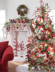 red and white christmas themes Pretty Christmas Trees, Noel Christmas, Little Christmas, Beautiful Christmas, Christmas Themes, Winter Christmas, All Things Christmas, Christmas Tree Decorations, Holiday Decor