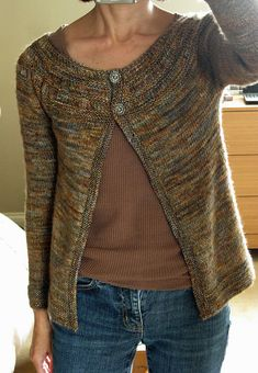 Ravelry: jeansks Earl Grey Tea This is the sweater I just made. Same yarn, almost the same pattern, mine just is not a cardigan! Sweater Knitting Patterns, Knit Patterns, Cardigan Pattern, Stitch Patterns, Vogue Knitting, Knitting Yarn, Free Knitting, How To Purl Knit, Knit Picks