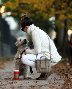 What if winter is not a place outside? Fall Winter Outfits, Winter Wear, Autumn Winter Fashion, Fall Fashion, Autumn Style, Winter Style, Celine, Cozy Sweaters, Dog Walking