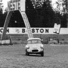 Viritetty Opel, joka ei sittenkään kulkenut kovin kovaa.
