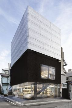 AECCafe.com - ArchShowcase - AWARD-WINNING MARC JACOBS TOKYO FLAGSHIP BUILDING OPENS in Aoyama shopping district, Japan by STEPHAN JAKLITSCH