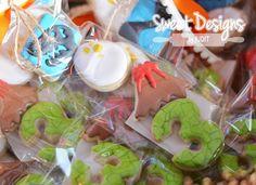 Part favors Dinosaur cookies. #thesweetdesignsshoppe #dinosaurcookies #cookiecutters #dinosautcookiecutters